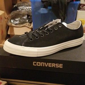 Brand new in box Unisex Converse